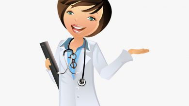 دکتر متخصص زنان در حال توضیح دادن